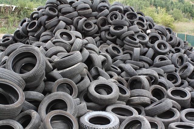 desgaste de neumáticos pila de ruedas